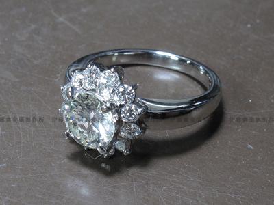 ダイヤ取巻きリング