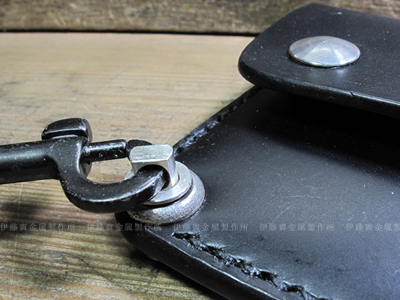 シルバー製の財布の吊り下げ金具
