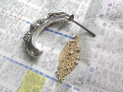 杖の内部から砂が・・・