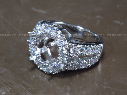 Pt900 4ctダイヤ取巻きリング 彫留め出来上がり
