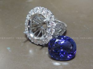 Pt900タンザナイトリング 取巻きダイヤ石留め