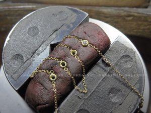 フクリン枠にメレダイヤを石留め