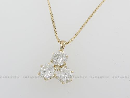 K18YG三角型ダイヤペンダント