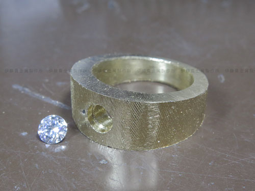 K18YGダイヤメンズリング加工 穴あけ