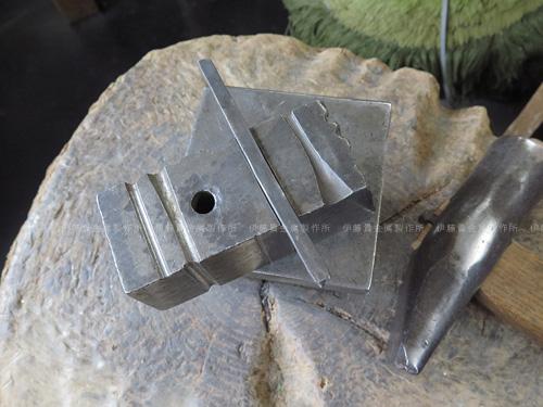 シルバー製フープピアス加工 溝盤