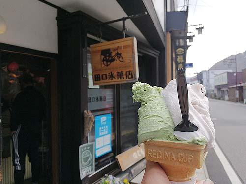 田口氷菓店でジェラート